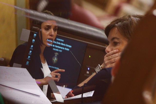 Irene Montero y Soraya Sáenz de Santamaría en el debate de la moción de censura