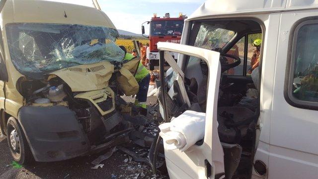 Rescate de tres personas en unaccidente en Utiel