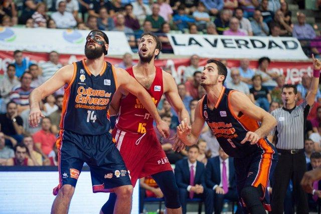 Marcos Delía (UCAM Murcia CB) Bojan Dubljevic (Valencia Basket Club)