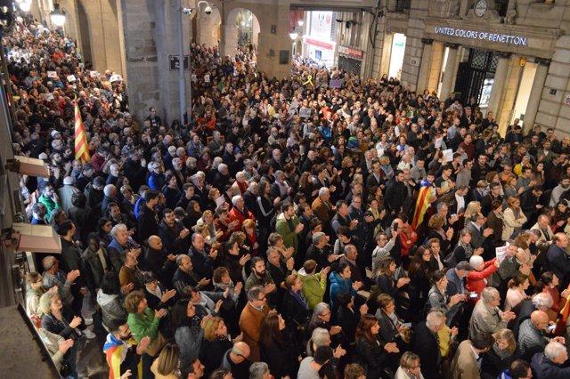 Concentración en Lleida en defensa de la libertad de los exconsellers