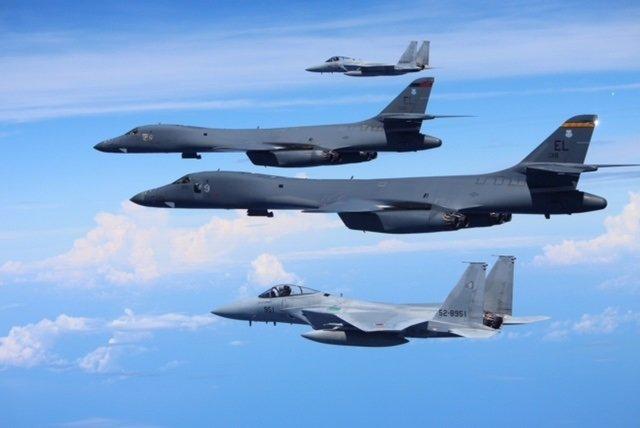 Bombaderos estadounidenses y japoneses en el Sureste Asiático