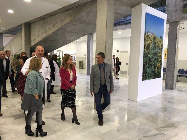 Marina Álvarez inaugurando un centro de salud en Jerez