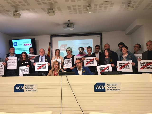 N.Lloveras (AMI) y M.Buch (ACM) con alcaldes