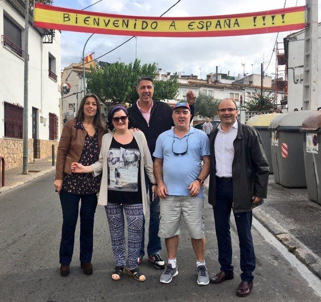 Xavier García Albiol con los vecinos de Vila-roja de Girona