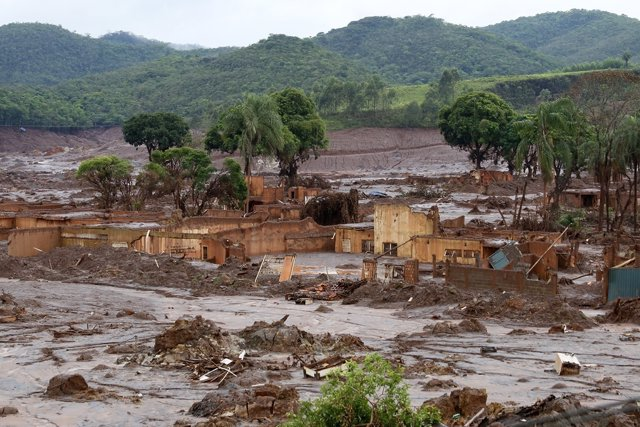 Vertido tóxico en las comunidades de Mariana