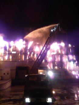 Ávila.- Actuación de los bomberos durante el incendio