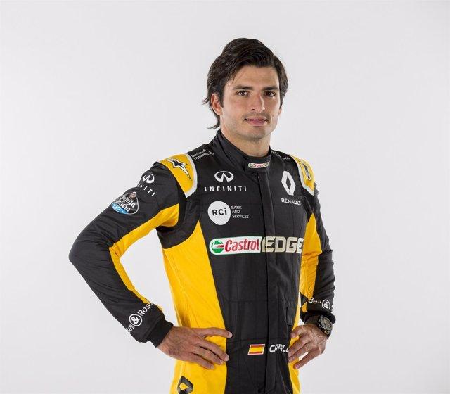 Carlos Sainz con la ropa de Renault