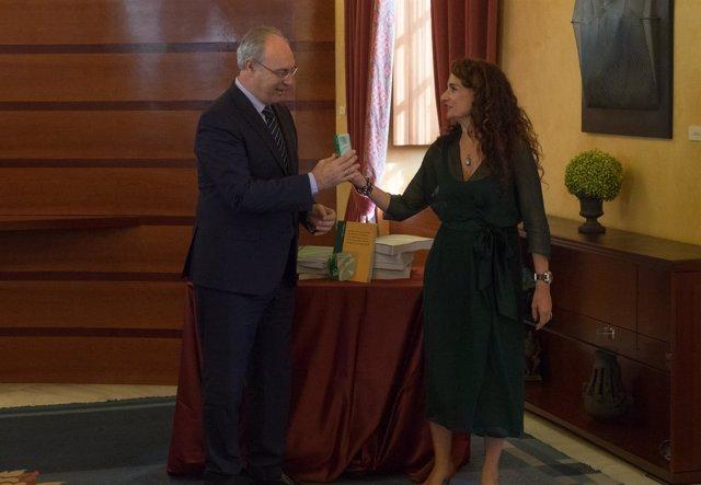 María Jesús Montero, Entrega Los Presupuestos A Juan Pablo Durán