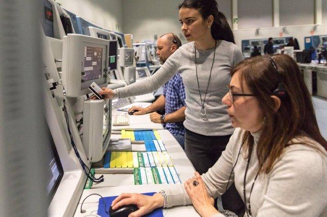 Controladores aeereos en Centro de Control de ENAIRE en Sevilla