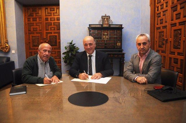 Firma de convenio entre la Diputación y  Palenciana