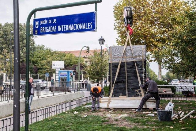 Instalación del monolito a las Brigadas Internacionales