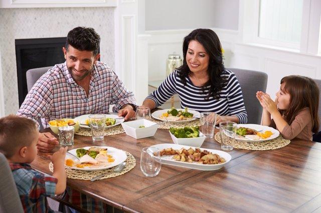 Cenar más tarde significa un menú más pobre