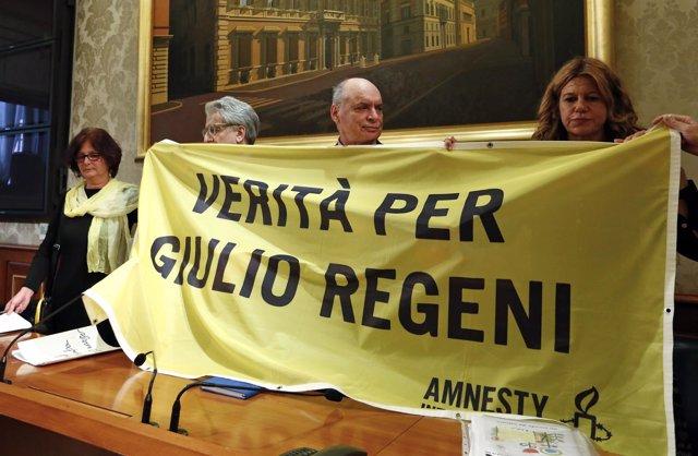 Cartel para exigir esclarecer la muerte de Giulio Regeni