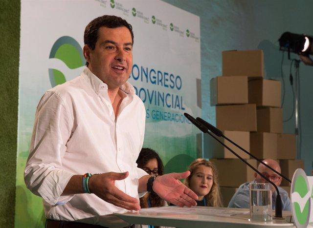 El presidente del PP-A, Juanma Moreno, en el Congreso de NNGG Sevilla
