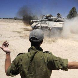 Tanque israelí cerca de la frontera de Gaza