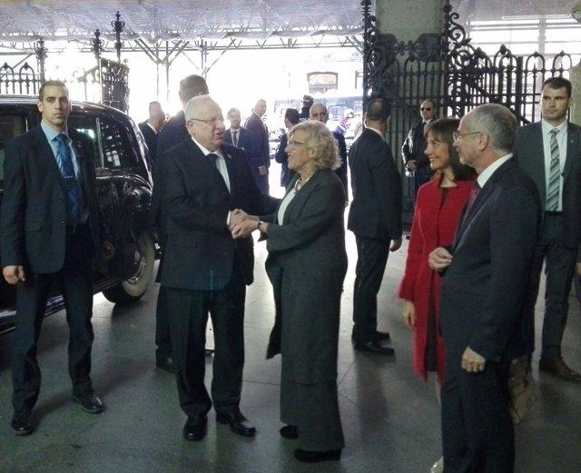 Alcaldesa de Madrid, Manuela Carmena, con el presidente de Israel, Reuven Rivlin