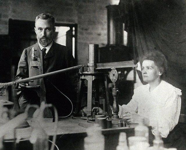 Marie Curie junto a su esposo, Pierre Curie