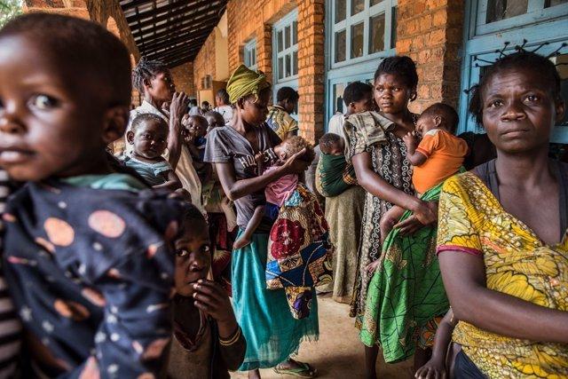 Mujeres y niños en un centro de MSF en Kasai
