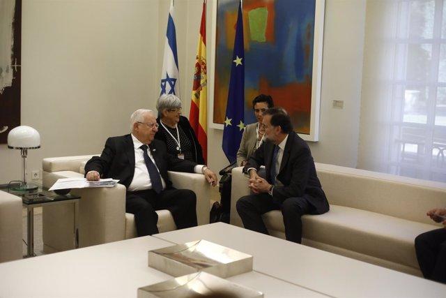 Rajoy recibe en el Complejo de La Moncloa al presidente de Israel