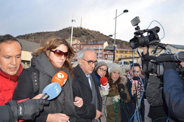 Marga Garau se dirige al juzgado con su abogado
