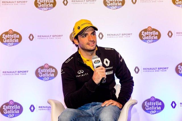 Carlos Sainz (Renault) en un acto de Estrella Galicia 0,0