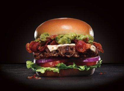 Carl's Jr desembarca con sus hamburguesas mañana en España con su primer local en Madrid