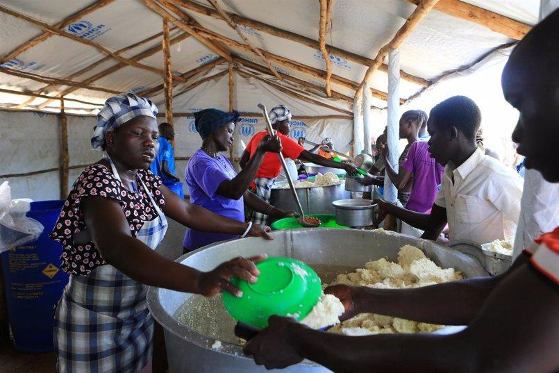 Los refugiados sursudaneses se ven obligados a volver a su país para no morir de hambre en Uganda