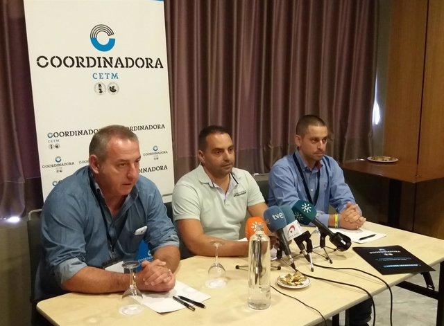 Antolín Goya (en el centro) en rueda de prensa en Sevilla