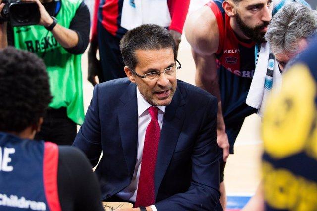Pedro Martínez da instrucciones
