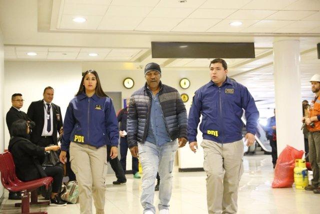 Mike Tyson es deportado de Chile