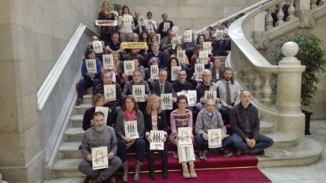 Trabajadores del Parlament se concentran en apoyo a Forcadell