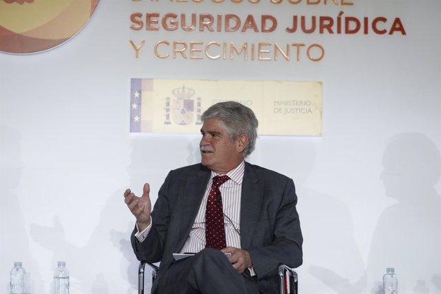 Alfonso Dastis en la Cumpre Española de la Confianza
