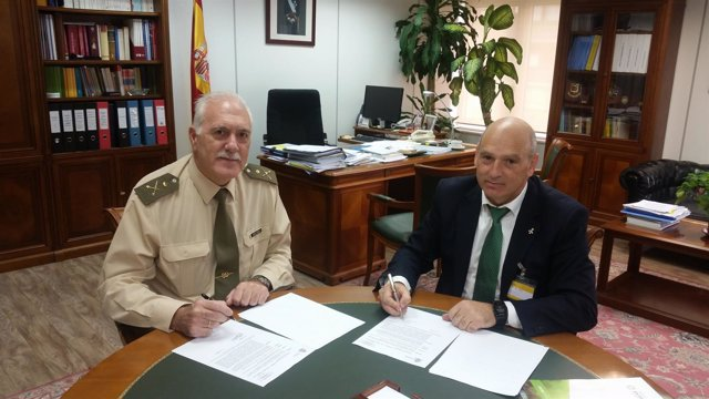 Joaquín Pérez íñigo y César Romero, en la firma del acuerdo en Madrid