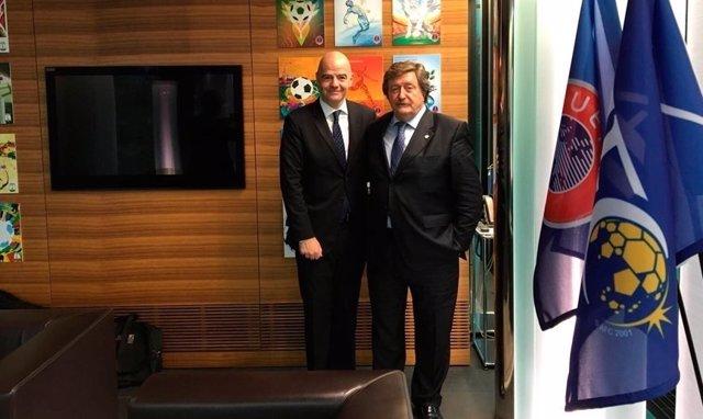 Juan Luis Larrea y Gianni Infantino, presidente de la RFEF y FIFA
