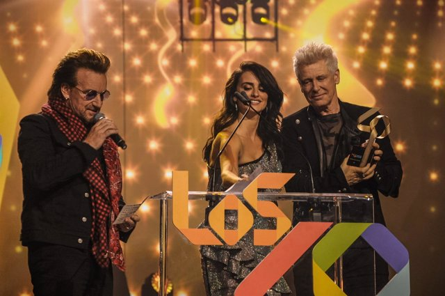 Bono de U2 en los 40 Music Awards