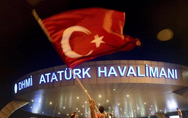 El aeropuerto Ataturk de Estambul tras el golpe de Estado fallido
