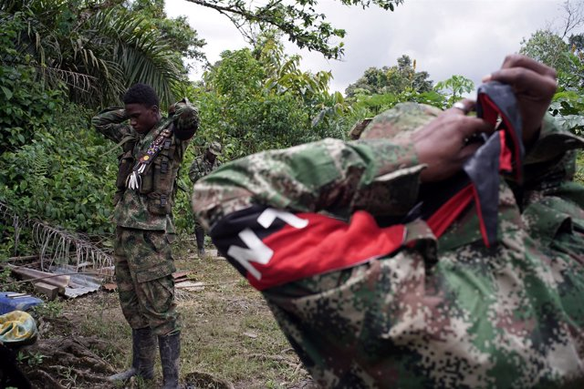 Rebels from Colombia's Marxist National Liberation Army (ELN) put on their scarv