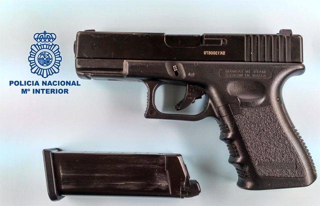 Pistola simulada incautada