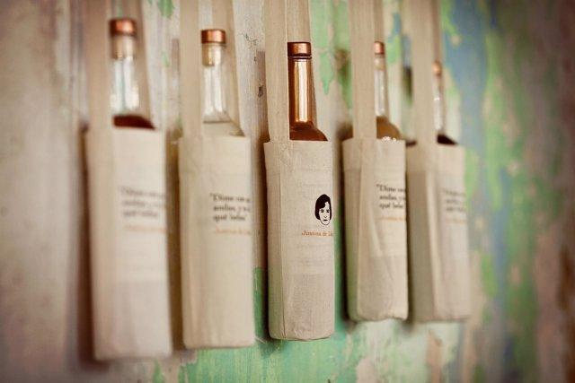 Botellas del orujo ecológico de Justina de Liébana