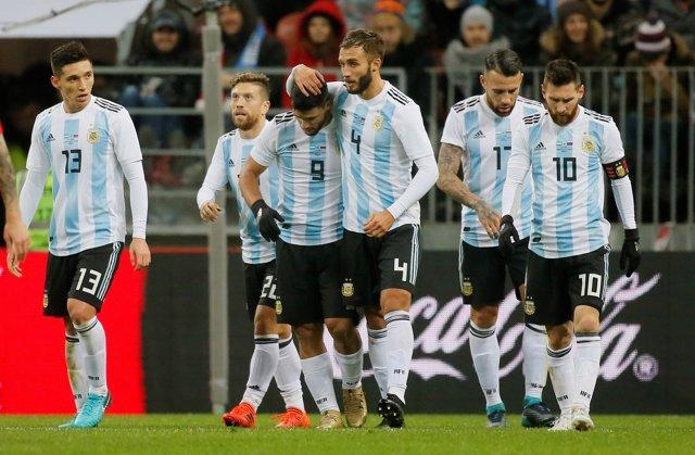Agüero le da una merecida victoria a Argentina ante Rusia