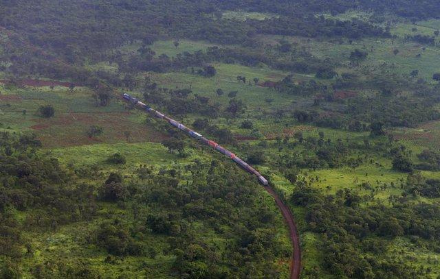 Mueren al menos 33 personas tras descarrilar un tren en el sur de RDC