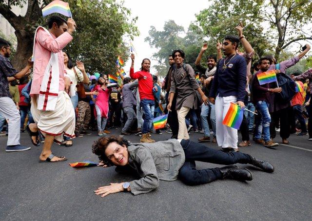Participantes en la marcha del Día del Orgullo Gay en Nueva Delhi, India