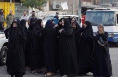 Ascendeixen a més de 210 els morts pel terratrèmol a la frontera entre l'Iran i l'Iraq (AHMED SAAD / REUTERS)