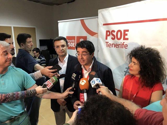 Pedro Martín con Gloria Gutiérrez tras ganar las primarias