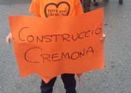 Pancarta pidiendo al construcción del CEIP Ciutat de Cremona
