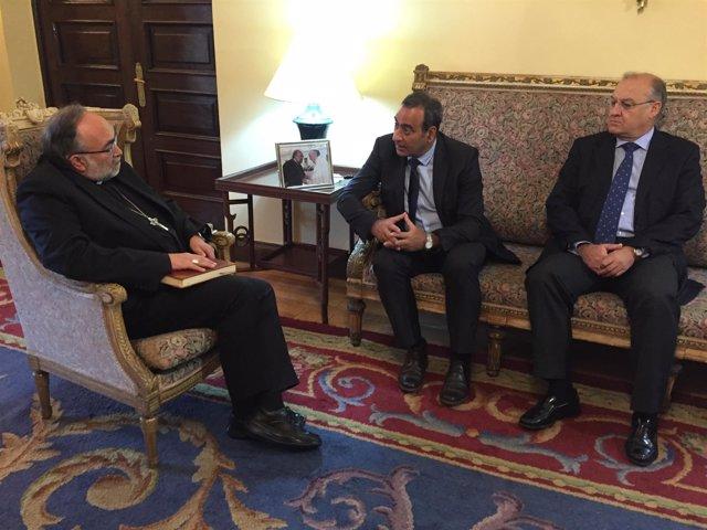 Reunión del arzobispo de Oviedo, Jesús Sanz Montes y Fernando Lastra, consejero
