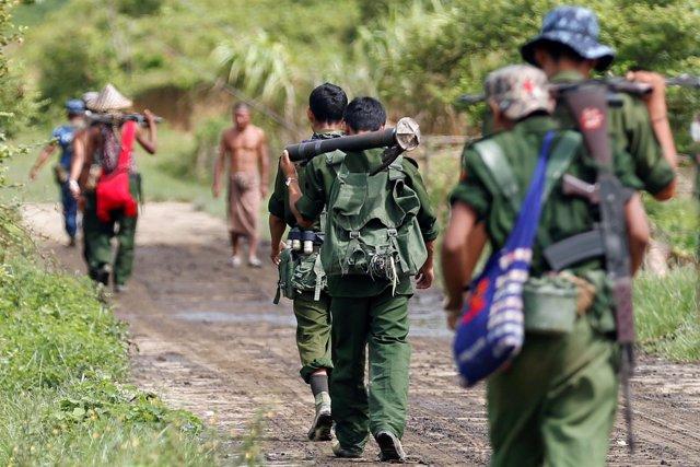 Soldados birmanos en Rajine