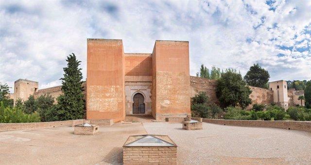 Puerta de los Siete Suelos de la Alhambra