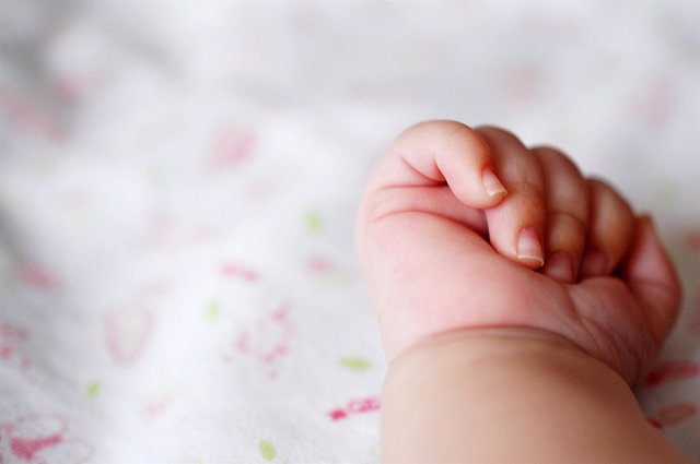 Mano de bebé.