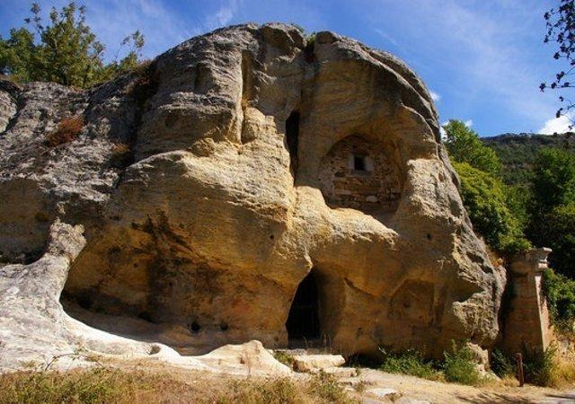 Ermita rupestre de Arroyuelos